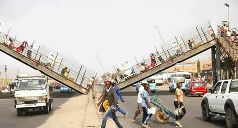Luanda: Un pont aérien suspendu pour piétons s'effondre en chute libre